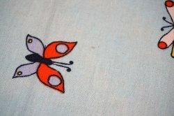 画像2: 70's◆とぼけた表情の鳥、花、蝶々の生地(はぎれ)