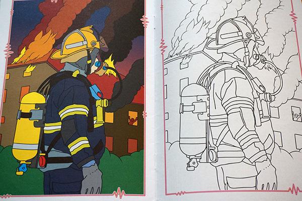 未使用品チェコ可愛い塗り絵警察や消防 100